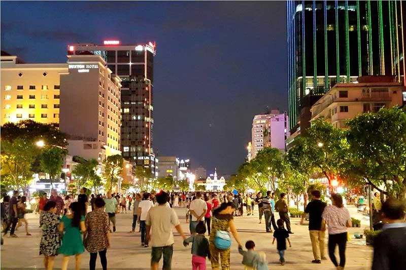 10 địa điểm về đêm được giới trẻ Sài Gòn tụ tập đông đúc nhất