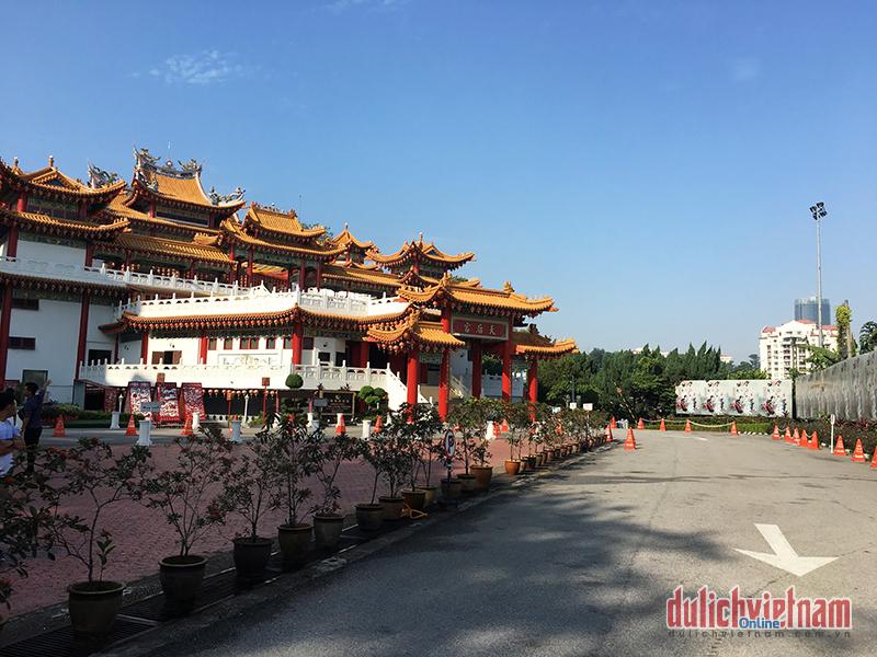 Ghé ngôi chùa 'nghìn lồng đèn' đỏ rực thủ đô của Malaysia