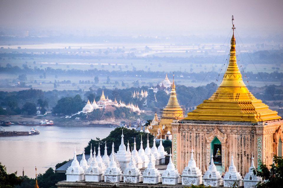 Thưởng thức khung cảnh nhìn từ Đồi Mandalay