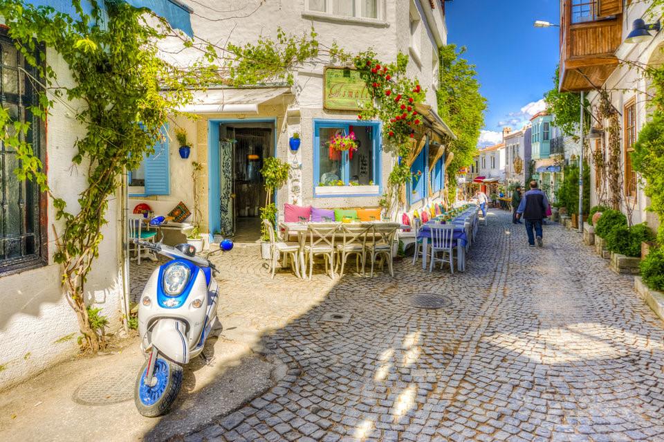Du lịch thị trấn xinh đẹp Alacati, thổ nhĩ kỳ ngắm phố xá xinh đẹp