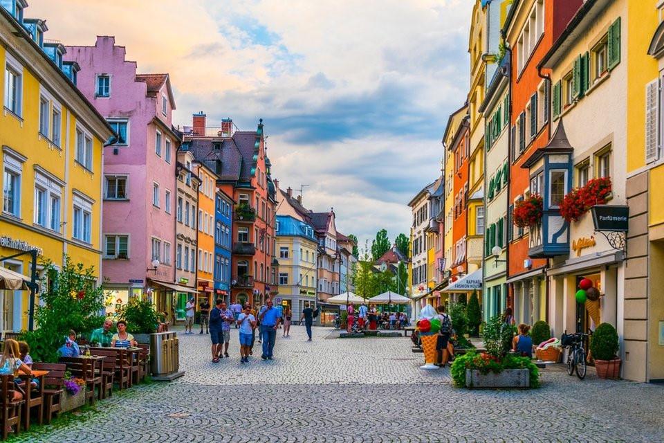 Phố xá đẹp như trong một thước phim Disney pử Lindau, Đức