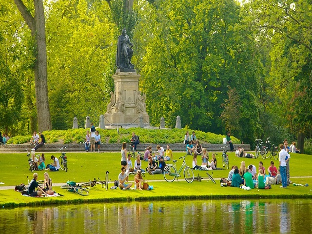 Công viên Vondelpark lâu đời và rộng nhất Amsterdam