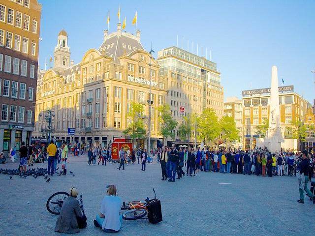 Quảng trường Dam - biểu tượng của Amsterdam