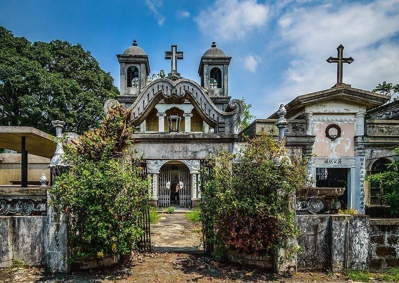 Những ngôi nhà mộ lớn, luôn khiến du khách thích thú lẫn tò mò