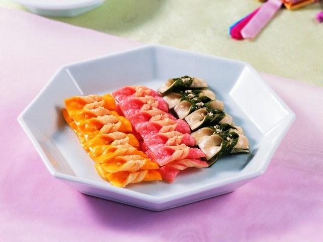 Bánh Maejakgwa giống hình một chiếc nơ xinh xắn rất giòn và thơm