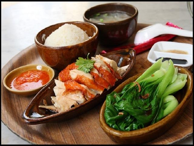 Một phần cơm gà Loy Kee