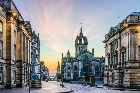 Edinburgh - top điểm đến tốt nhất nước Anh năm 2018