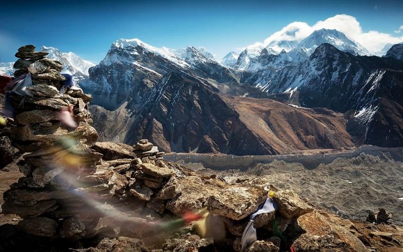 Dãy núi Himalaya nổi tiếng thế giới