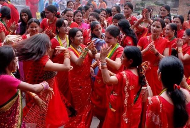 Sắc đỏ trong Lễ hội Teej.