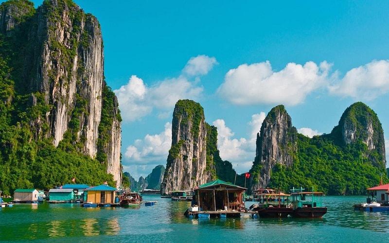 Làng chài nổi ở Vịnh Hạ Long, Việt Nam