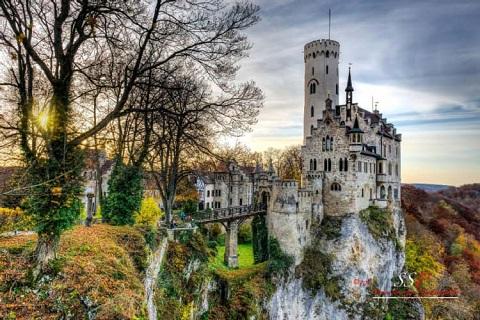 Lâu đài Lichtenstein cheo leo nơi vách núi đẹp tuyệt trần