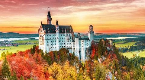 Thiên nhiên như điểm tô cho vẻ đẹp của tòa lâu đài