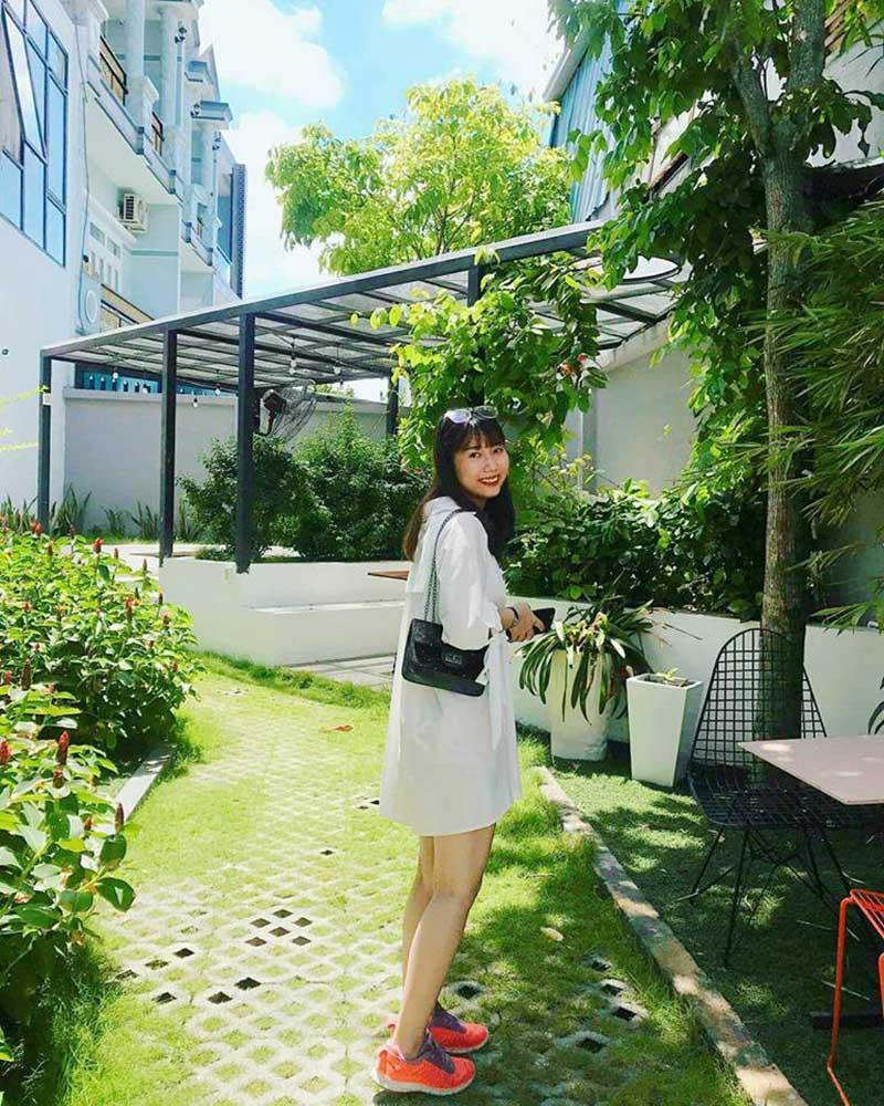 """Phát hiện Lily's Garden quán cafe """"ống cống - cầu kính"""" độc nhất Sài Gòn"""
