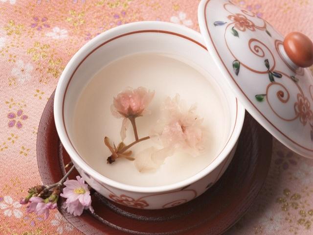Chén trà hoa anh đào tinh tế để lại dư vị khó quên trong lòng thực khách