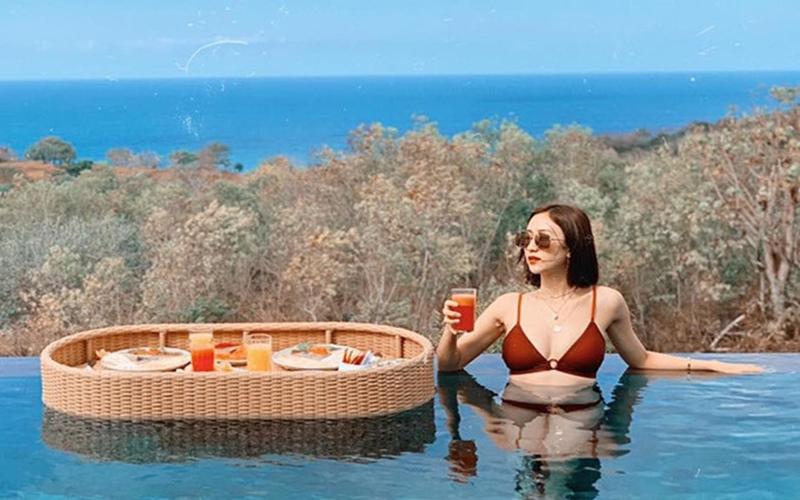 Á hậu Hà Thu diện bikini nóng bỏng đón hè ở Bali