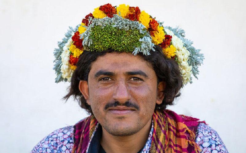 Nơi đàn ông đội hoa lên đầu để làm đẹp và chữa bệnh