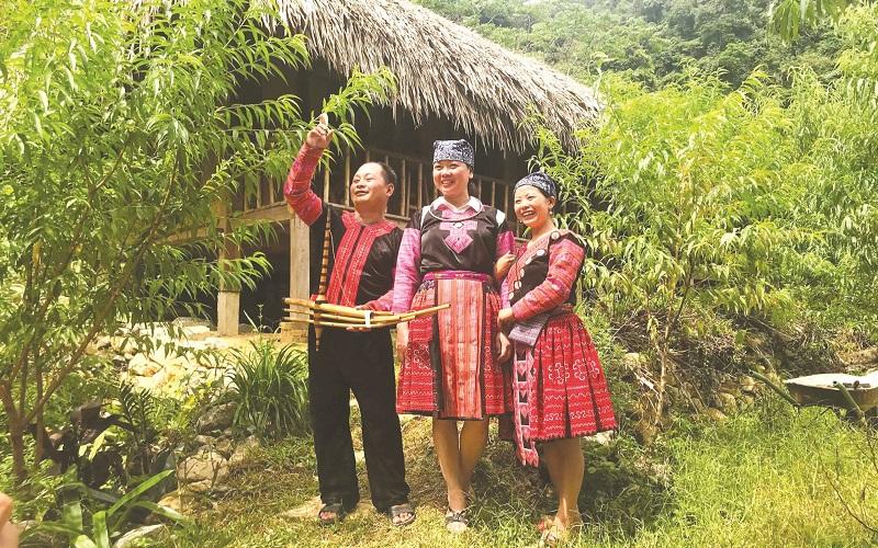 Y Múa - người mở đường cho du lịch Hang Kia - Pà Cò