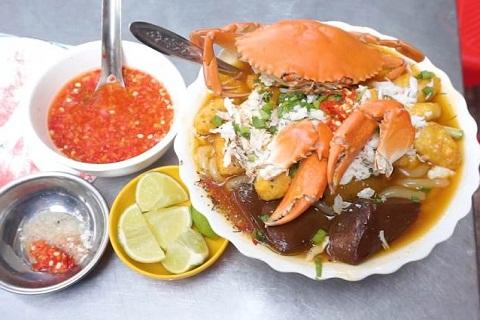 Có gì ở quán bánh canh cua 300k một tô trong hẻm vẫn đông nườm nượp khách ở  Sài Gòn