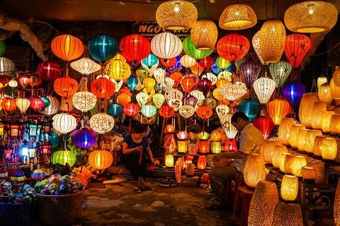 Khám phá chợ đêm Nguyễn Hoàng Hội An, khu chợ đêm sầm uất nhất phố cổ