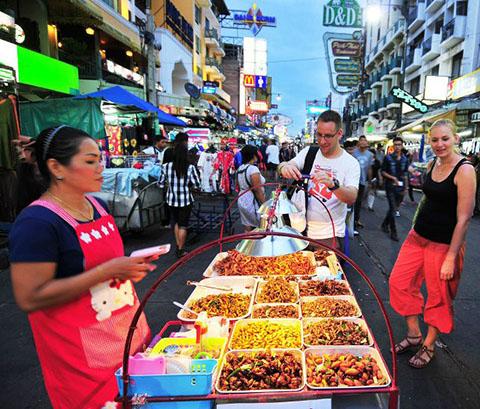 """""""Bí quyết"""" tránh ngộ độc thực phẩm khi đi du lịch nước ngoài"""