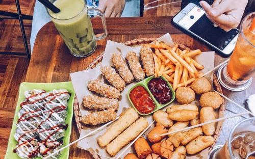 """Thiên đường ăn uống của sinh viên Hà Nội """" sát sàn sạt"""" các trường đại học"""