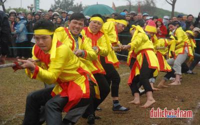 Sôi động những trò chơi dân gian ở lễ hội đền Trần Thái Bình