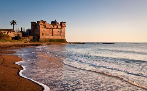 Đến thăm Rome mùa hè để khám phá khách sạn lâu đài cạnh biển