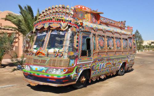 Thích thú với những chiếc xe tải đầy màu sắc ở Pakistan