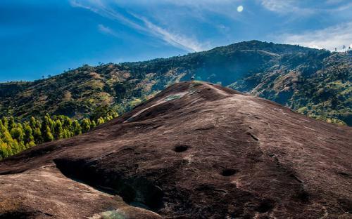 Hoà mình vào thiên nhiên hùng vĩ trên dãy núi Chư Yang Sin