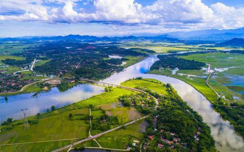 Bốn mùa dịu dàng cùng đôi bờ sông Lam