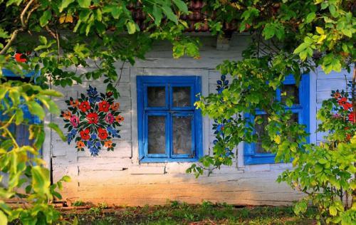 Lịm tim với thị trấn hoa nở khắp tường ở Ba Lan