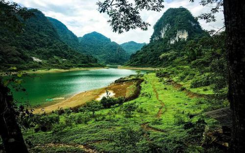 Hồ Thang Heng tuyệt tình cốc nơi hạ giới