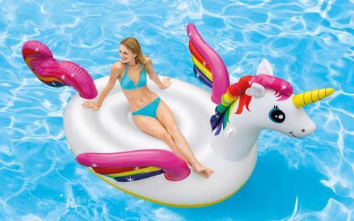 Check in mùa hè tại công viên phao nổi 7 sắc cầu vồng Inflatable Island
