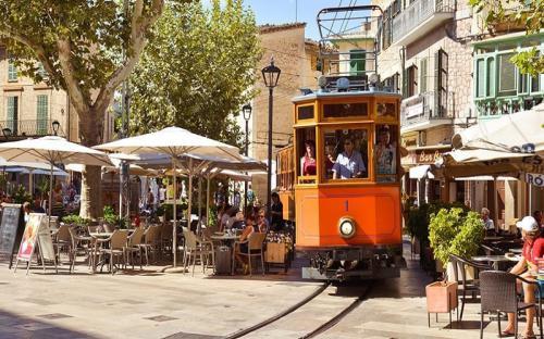 """""""Lịm tim"""" trước những thị trấn cổ đẹp mê hồn ở Tây Ban Nha"""