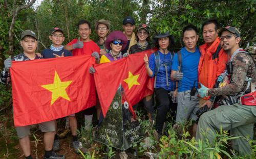 Chinh phục đỉnh núi thiêng huyền thoại Ngọc Linh - niềm mơ ước của dân trekking