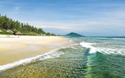 Về Thiên Cầm, tận hưởng những ngày hè trên cát biển xôn xao
