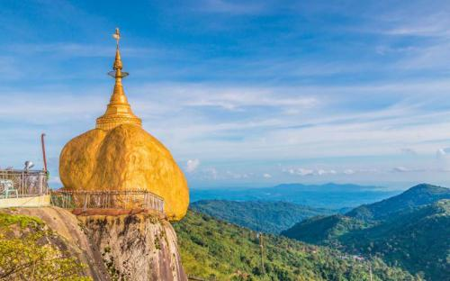 Mãn nhãn với ngôi chùa Đá Vàng cực độc ở Myanmar