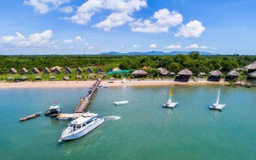 Đảo hàu Long Sơn – điểm đến không thể từ chối trong mùa hè
