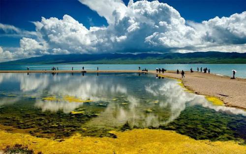 Hồ Thanh Hải, xứ 'hoa vàng cỏ xanh' tuyệt đẹp của Trung Quốc