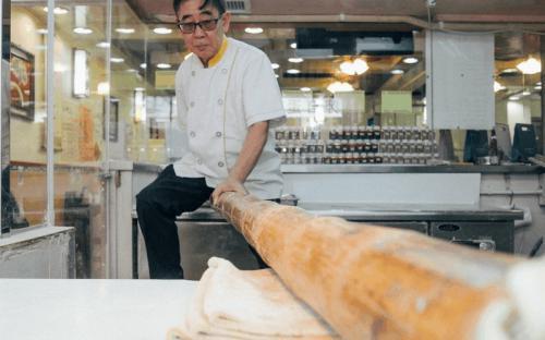 """Lạ lùng trước cách làm  """"món mì sào tre"""" nổi tiếng ở Hồng Kông"""