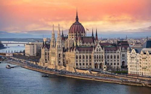 Chờ em đến Budapest!