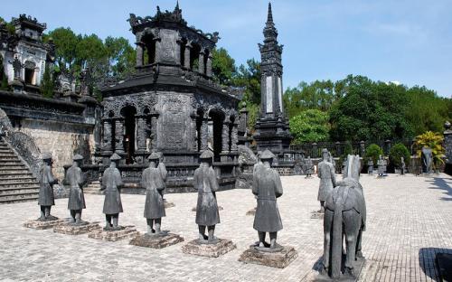 Khám phá 7 khu lăng tẩm cổ kính ở Huế