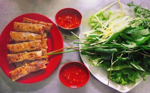 Tín đồ ẩm thực không thể bỏ qua chả lụi Hàm Tân