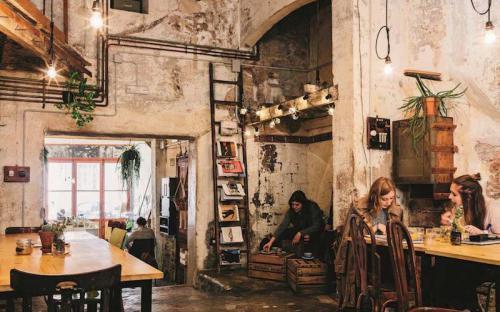 Đi uống cà phê ở Barcelona