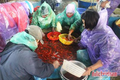 Chợ cá Sở Thượng nhộn nhịp dịp 23 tháng Chạp