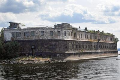 Kronstadt – một pháo đài địa ngục đáng sợ nước Nga
