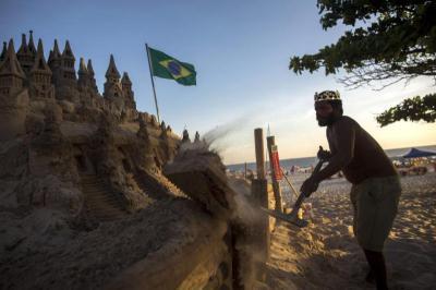 Gặp gỡ vị vua không ngai và tòa lâu đài cát ở Rio de Janeiro