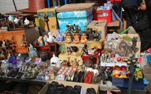 Lạc lối ở những khu chợ đồ cũ nổi tiếng bậc nhất xứ sở kim chi