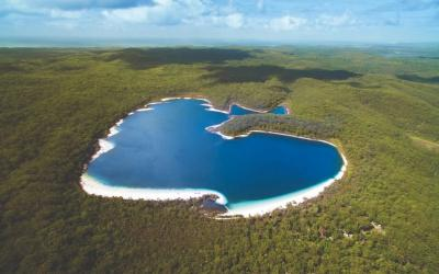 Có một hòn đảo Fraser xinh đẹp giữa lòng nước Úc