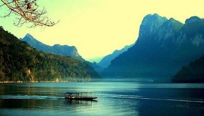 Đẹp đắm say hồ Ba Bể ở Bắc Cạn